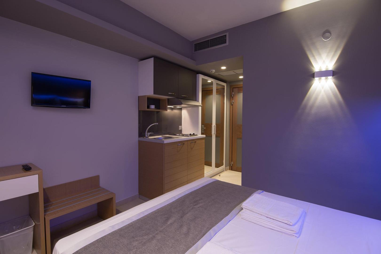 4 SKS Hotel, Βαλιτσοθήκη έπιπλο τουαλέτα
