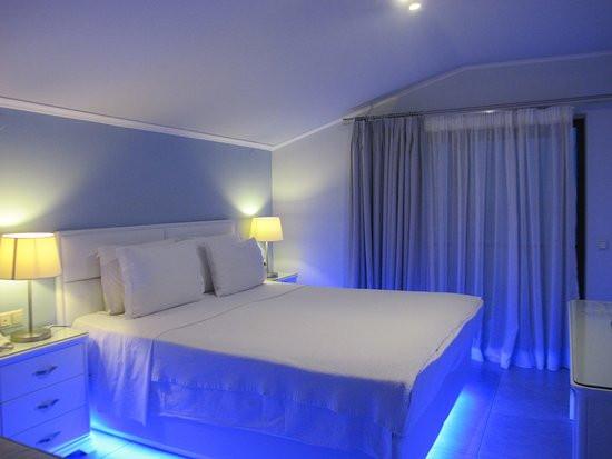 2 Hotel Kymata, Μπλε φωτισμός Voutsas en