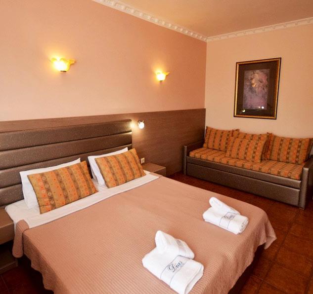 1 Hotel Dias, τρίκλινο δωμάτιο Voutsas e