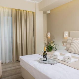 1 Ammos Hotel  Suite Μπεζ δερμάτινο κρεβ