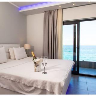 1 Hotel Kymata, Λευκή δερμάτινη πλάτη κα