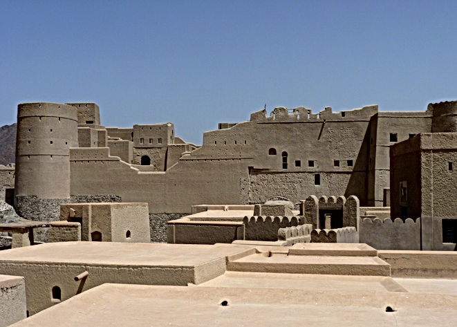 Bahla_Fort_in_Oman_4.jpg
