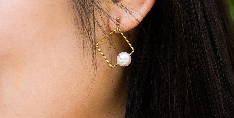 Petit Omiyage Pearl Earrings