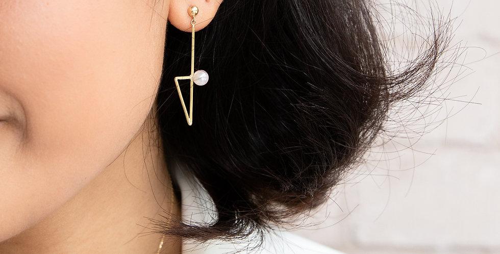 Poetic Pearl Earrings - Triangle