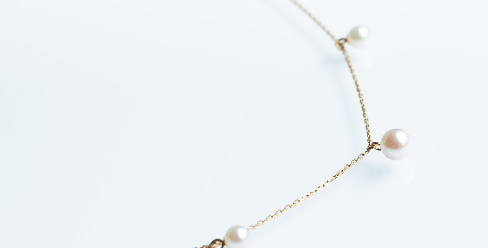 Poetic Pearl Necklace - Station