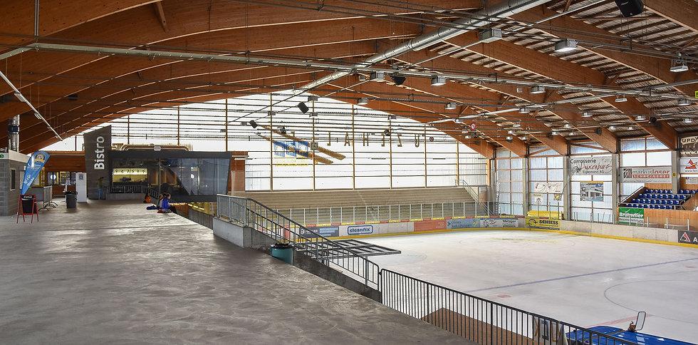 Eishalle-Innen.jpg