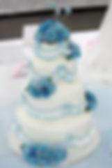 シュガークラフトウェディングケーキ,オーダーメードウェディングケーキ,花嫁様手作り,ブルー,リボン,薔薇,フリル