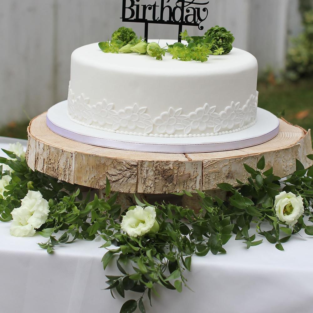 ケーキトッパー撮影用のウェディングケーキ、シュガークラフトケーキ、オーダーケーキ