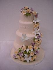 シュガークラフトウェディングケーキ,オーダーメードウェディングケーキ,花嫁様手作り,カサブランカ,リボン,水玉