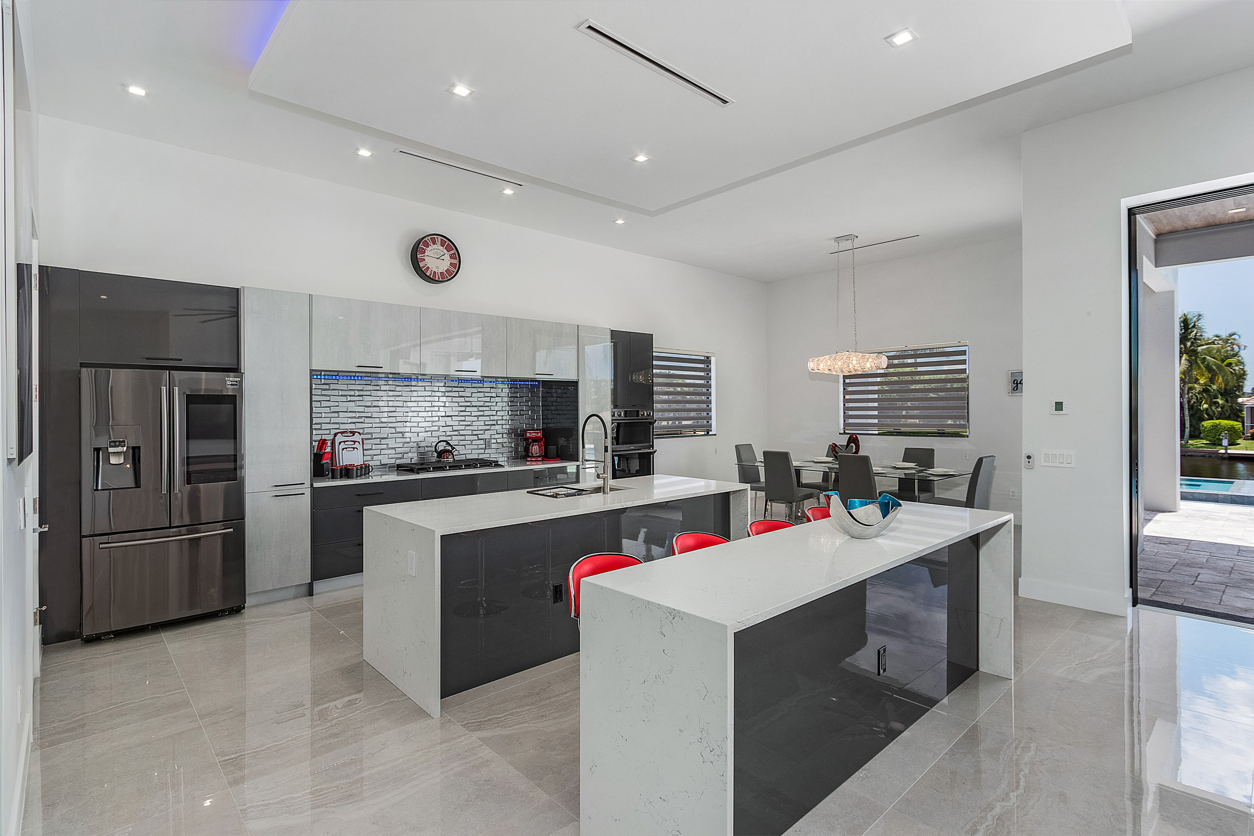 CONTEMPORARY 2 TONES KITCHEN