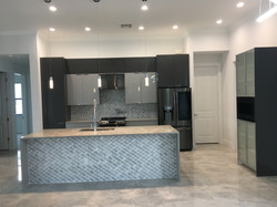 3D backsplash, gray gloss and luxe gris