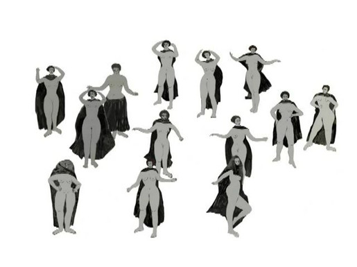 Les Femmes Voilées se Dévoilent et Dansent
