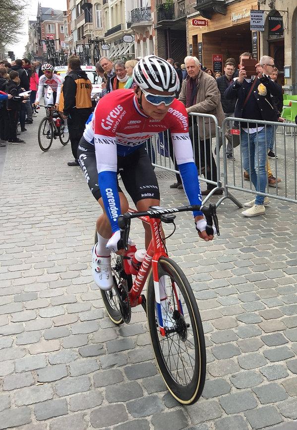 Brabantse Pijl 2019: de latere winnaar Mathieu van der Poel bij de start in Leuven