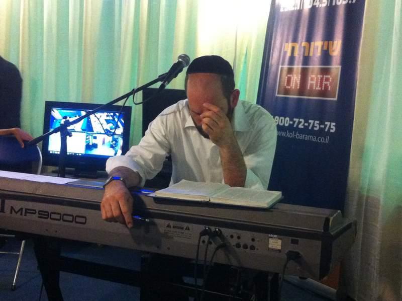 יונתן רזאל בהפסקת פרסומות.jpg
