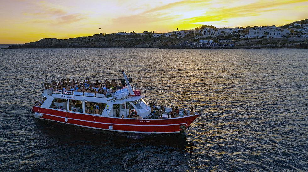 Boat Party a Leuca durante il tramonto.jpg