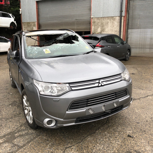 Mitsubishi Outlander PHEV 12-15 Electric Vehicle Breaking Parts Spares EV Breakers