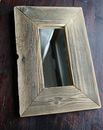 lustro w drewnianej ramie  23 x 34 cm