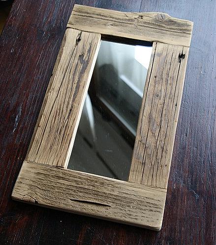 lustro w drewnianej ramie  21 x 38 cm