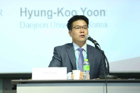 Dr.Chang plays a role of a chair at an international conference