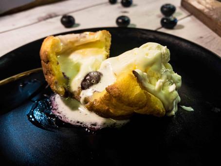 יורקשייר פודינג אוכמניות עם גלידה וניל