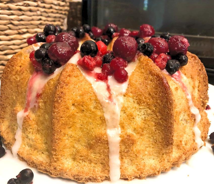 עוגת קוקוס סולת ופירות פרווה