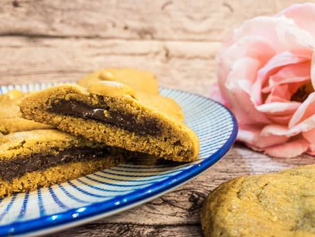 עוגיות חמאת בוטנים במילוי שוקולד
