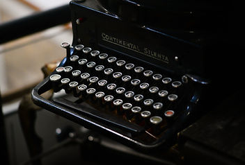 typewriter-vintage-old-retro-1589198.jpe