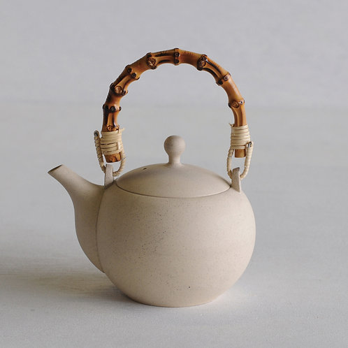 Tokoname ware clay circle tea pot (white) (wooden handle) (320mL)