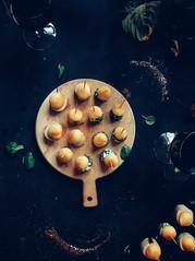 Mini-brochettes de Fêtes : pomme caramélisée & chèvre frais (ou boudin blanc)
