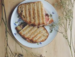 Sandwich truffé, toasté à l'huile d'olive