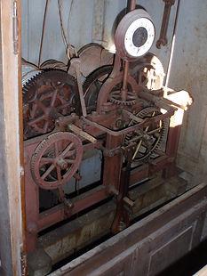 Uhr vor der Renovierung.jpg