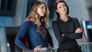 melissa-benoist-chyler-leigh-supergirl-c