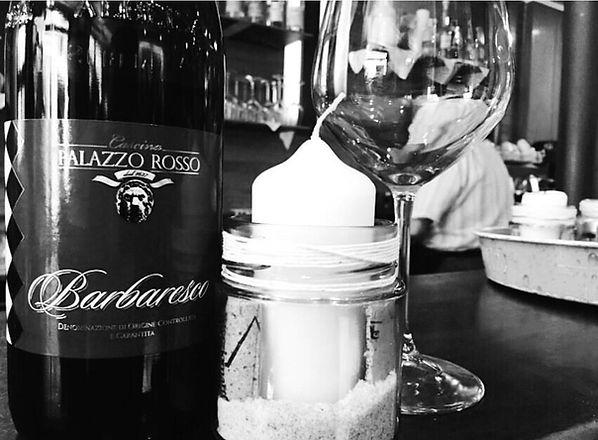 Vini locali, che proponiamo al calice e/o alla bottiglia, in questo caso Barbaresco di Palazzo Rosso di Pocapaglia