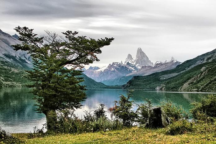 800px-Lago_Desierto_182.jpg