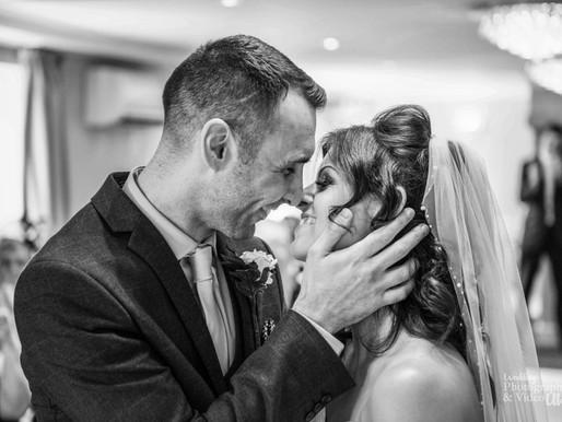 30 Essential Wedding Photos