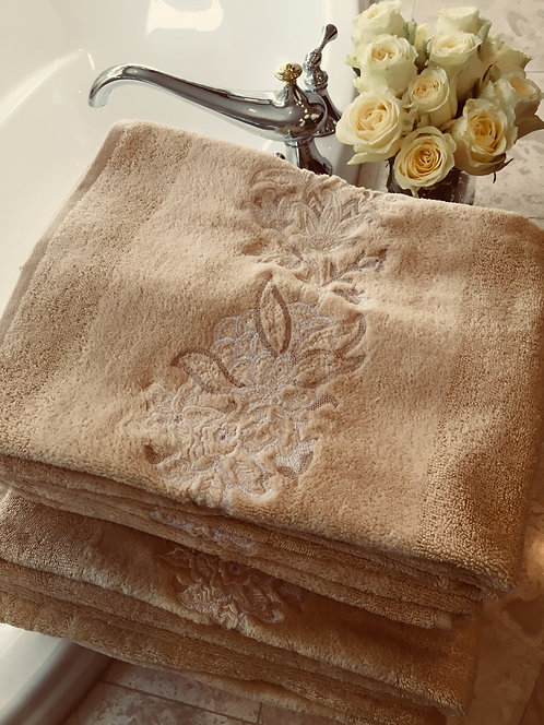 Set / 8 Yves Delorme Beige Embroidered Towels