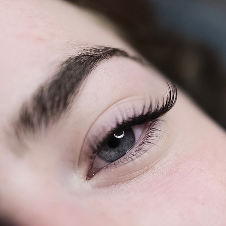 Lash Lifting Vs. Lash Extensions
