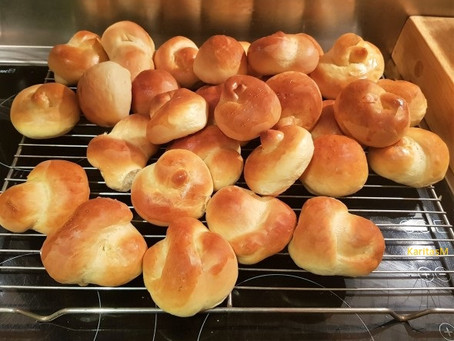 Irresistible Homemade Bread Rolls!
