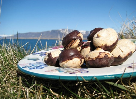 Decadent Almond Meringue Cookies!