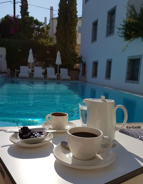 Coffee & Spoon sweets by pool