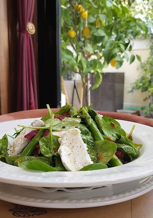 Spinach Salad with Fresh Cheese & Asparagus
