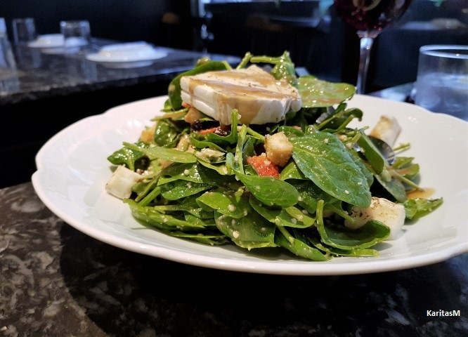 Spinacch salad with goat cheese