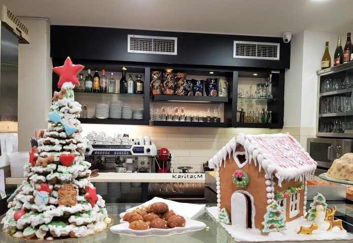 Gingerbread Xmas tree & Gingerbread House + Melamakarona