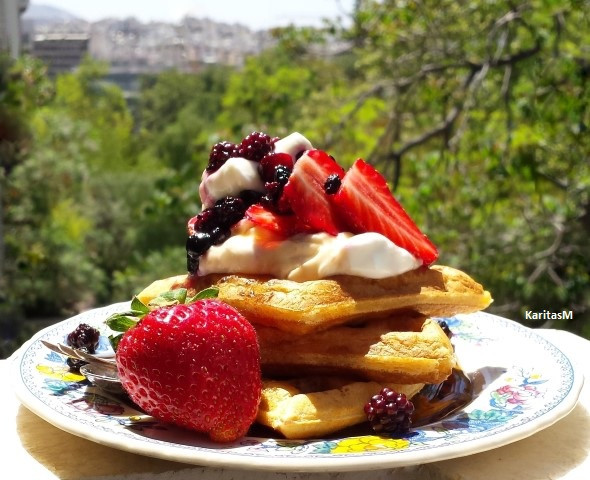 Waffles with Greek yogurt and fresh berries