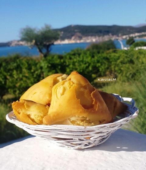 Tiropitakia included in breakfast basket