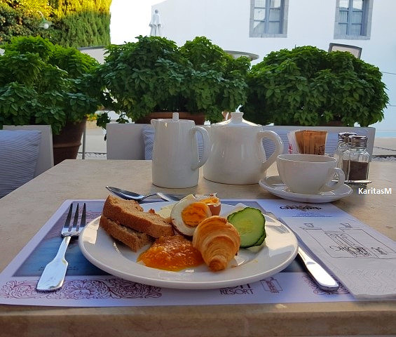 Breakfast at Orloff Resort - by the pool