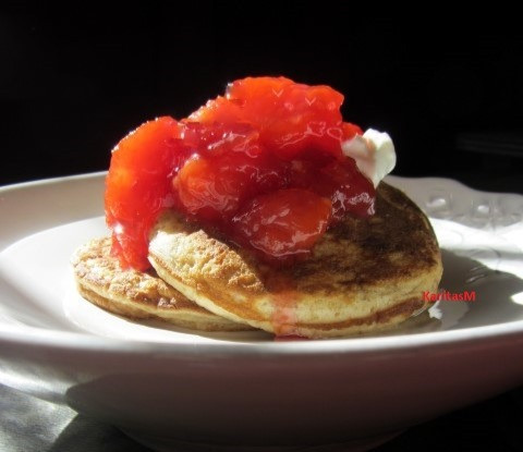 Mini pancakes with plum compote & yogurt!