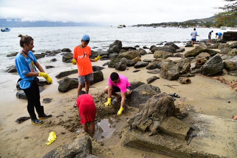 Inciativa mundial  reúne mais de 150 países e  combate o acúmulo de resíduos sólidos em praias, rios, lagoas e manguezais (Créditos: Gianni D'Angelo)