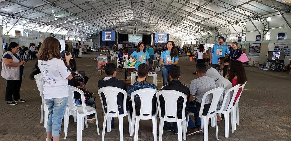 No primeiro dia uma média de 4 mil pessoas participaram do Congresso na estrutura montada na Rua da Praia, que recebeu 21 expositores nos estandes distribuídos na tenda