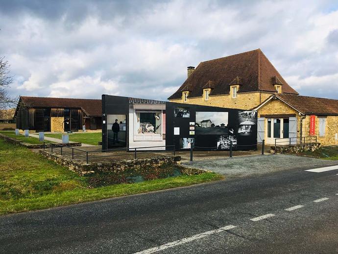 D'ici, ça ne paraît pas… // Galerie Le domaine perdu - Meyrals (Dordogne)
